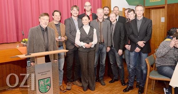 1. Herren des SV Nortmoor, Gitta Connemann und Ingo Kerkau (Bild Ostfriesen-Zeitung.de)