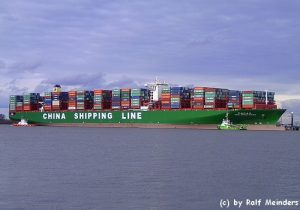 CSCL Indian Ocean (399m x 58m) mit 18980 TEU