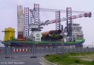 Errichterschiff Innovation (147m x 46m) bei Cuxhaven