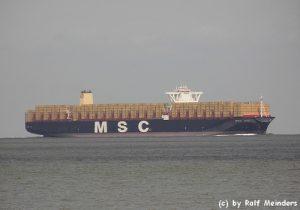 MSC Zoe (395m) mit 19224 TEU vor Cuxhaven auf dem Weg nach Hamburg zur Schiffstaufe
