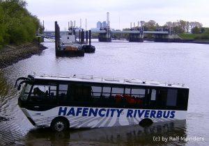 Amphibienfahrzeug Hafencity-Riverbus (13m x 3m)
