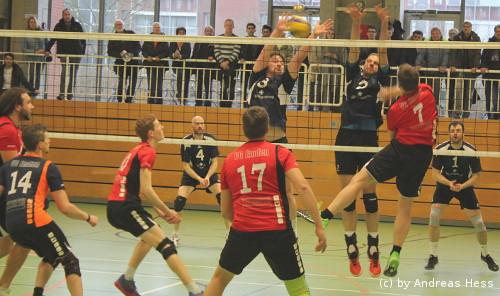 VG Emden (vorne) gegen SV Nortmoor (hinten)