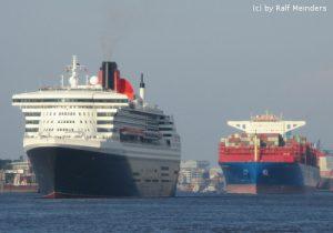 Queen Mary 2 (345m) und COSCO Taurus (366m)
