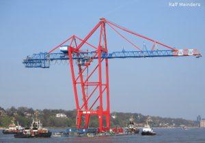 Neue Containerbrücke für den Hafen