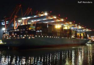 Edith Maersk (399m) mit 9 Containerbrücken