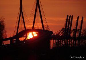 Sonnenuntergang an der Köhlbrandbrücke